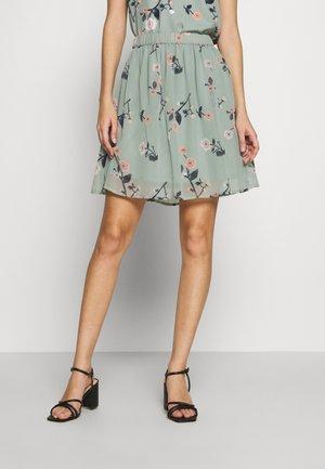 VMFALLIE SHORT SKIRT  - Pleated skirt - green milieu