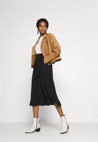 Vero Moda - VMCOC SKIRT - Áčková sukně - black - 1