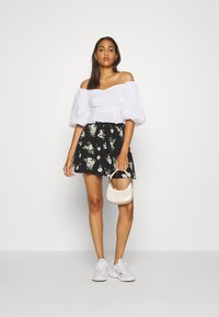 Vero Moda - VMSIMPLY EASY SKATER SKIRT - A-Linien-Rock - black - 1