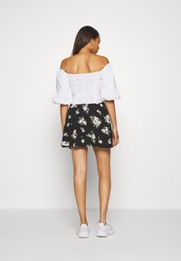 Vero Moda - VMSIMPLY EASY SKATER SKIRT - A-Linien-Rock - black - 2