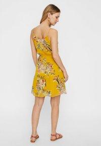 Vero Moda - Vapaa-ajan mekko - yellow - 2