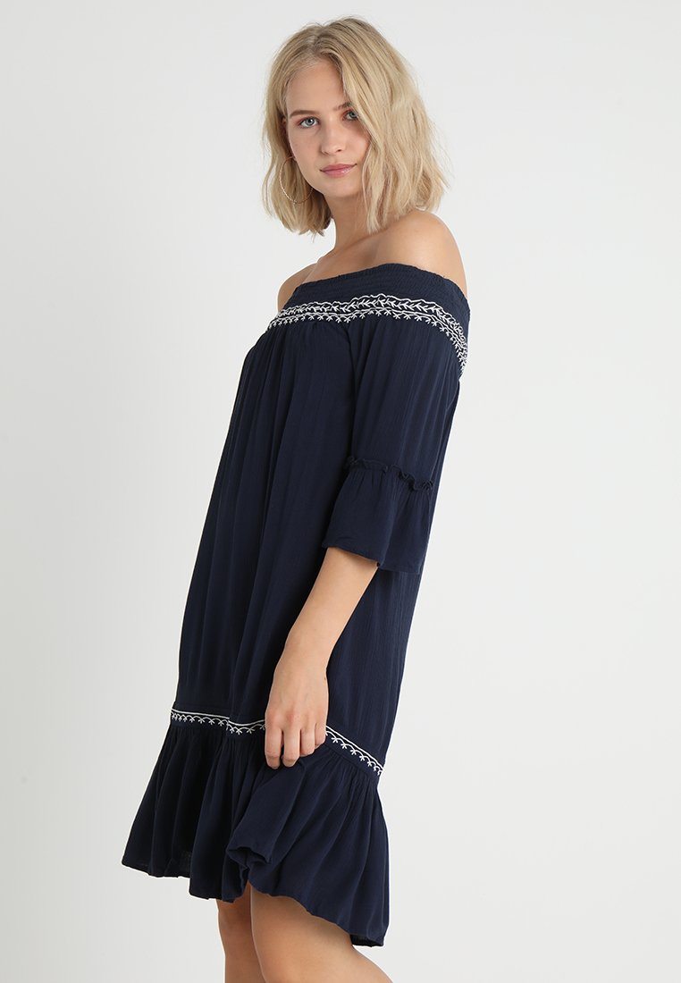 Vero Moda - VMHOUSTON OFF SHOULDER DRESS  - Freizeitkleid - navy blazer/snow white