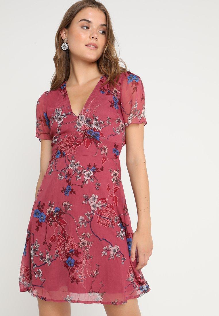 Vero Moda - VMKATINKA SHORT DRESS - Denní šaty - dry rose
