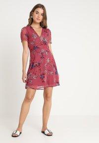 Vero Moda - VMKATINKA SHORT DRESS - Denní šaty - dry rose - 1