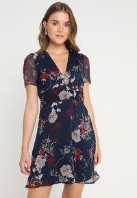 Vero Moda - VMKATINKA SHORT DRESS - Denní šaty - navy blazer/katinka - 0
