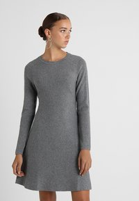 Vero Moda - VMNANCY DRESS - Neulemekko - medium grey melange - 0