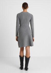 Vero Moda - VMNANCY DRESS - Neulemekko - medium grey melange - 3