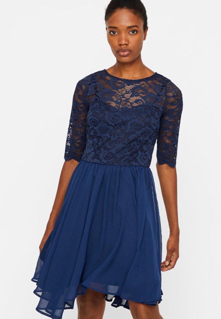 Vero Moda - KURZES  - Cocktailklänning - blue
