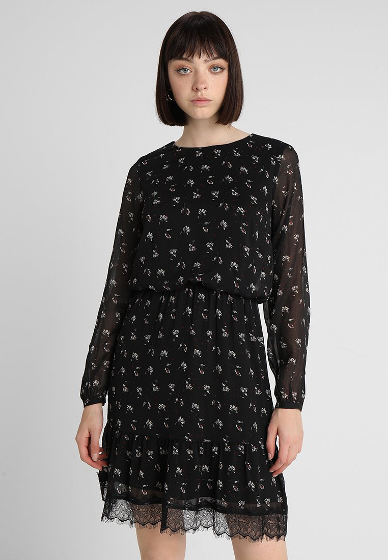 Vero Moda - VMVIOLA SHORT DRESS - Hverdagskjoler - black/viola