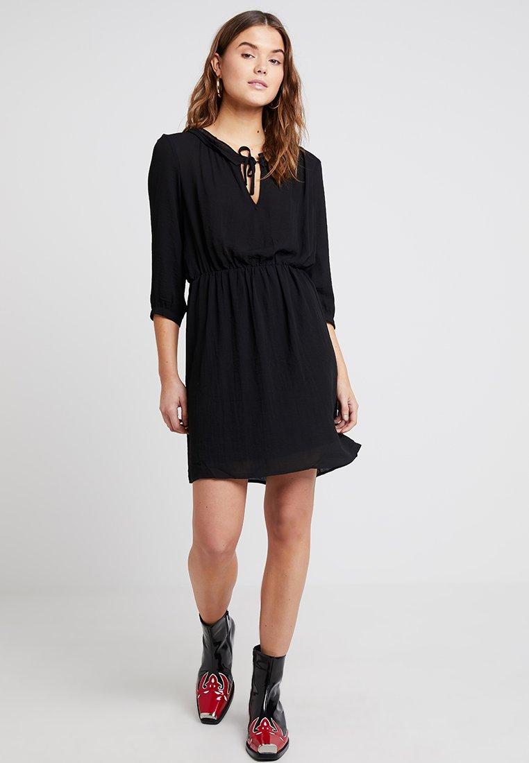 Vero Moda - VMZIGGA 3/4 DRESS - Vestido informal - black