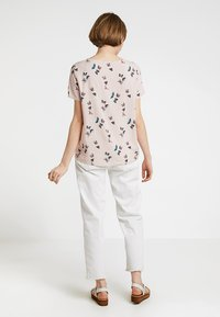 Vero Moda - VMSIMPLY EASY - Print T-shirt - sepia rose