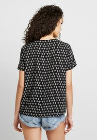 Vero Moda - VMSIMPLY EASY - Print T-shirt - black - 2