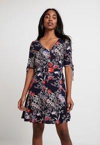 Vero Moda - VMSIMPLY BUTTON SHORT DRESS - Blusenkleid - night sky - 0