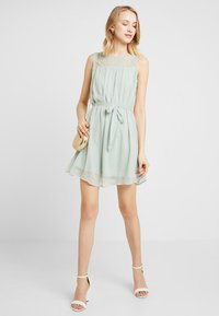 Vero Moda - VMALIA DRESS - Koktejlové šaty/ šaty na párty - light green - 1
