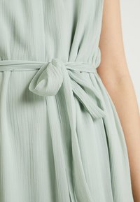 Vero Moda - VMALIA DRESS - Koktejlové šaty/ šaty na párty - light green - 5