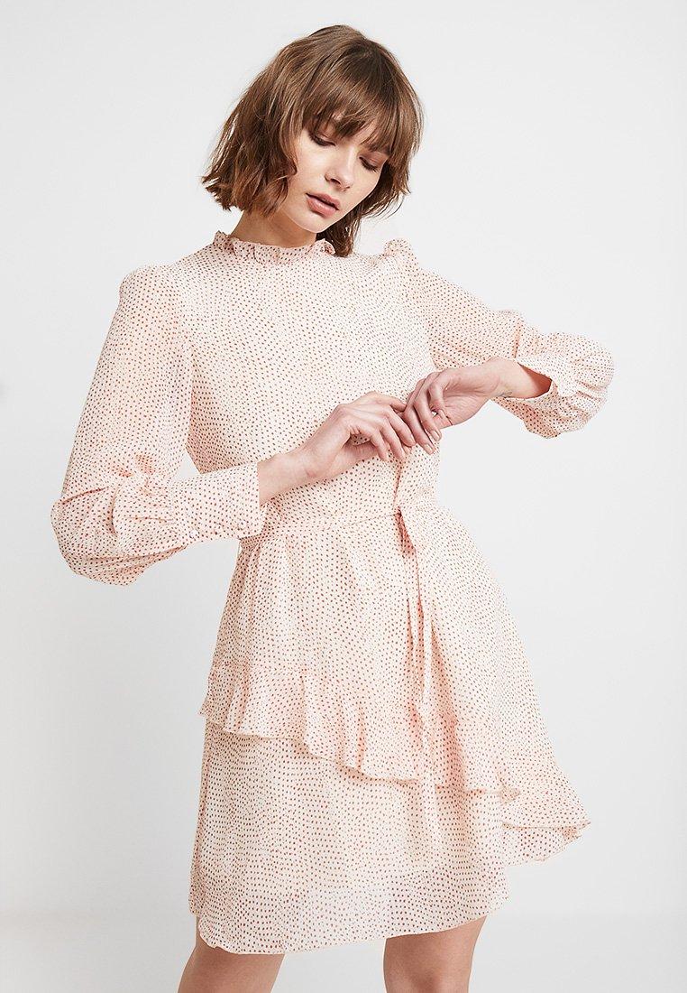 Vero Moda - VMDOTTY SHORT DRESS - Freizeitkleid - pristine/red