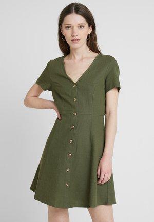 VMANNA MILO - Abito a camicia - ivy green