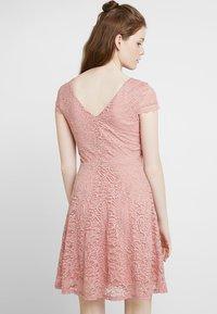 Vero Moda - VMSASSA SHORT DRESS - Cocktailkjoler / festkjoler - misty rose - 2