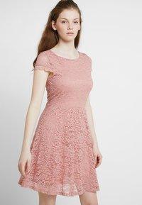 Vero Moda - VMSASSA SHORT DRESS - Cocktailkjoler / festkjoler - misty rose - 0