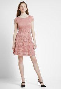 Vero Moda - VMSASSA SHORT DRESS - Cocktailkjoler / festkjoler - misty rose - 1