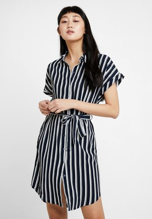 VMSASHA DRESS - Skjortekjole - navy blazer/snow white