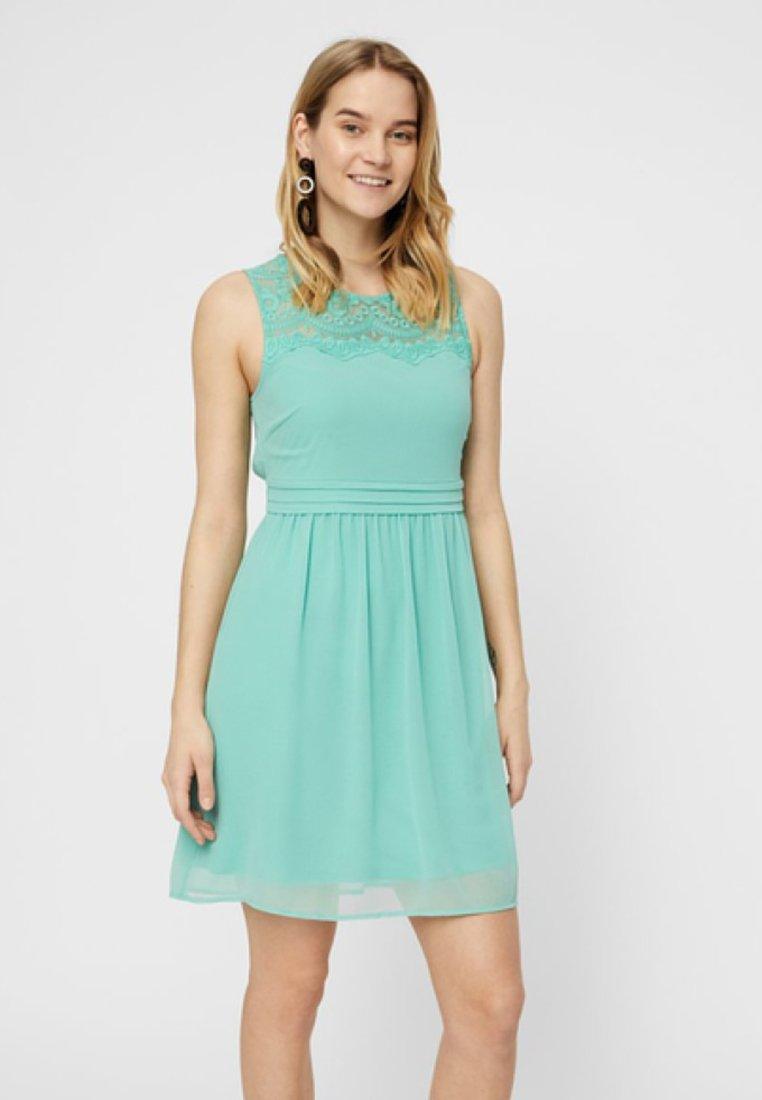 Vero Moda - VMVANESSA SHORT DRESS - Vapaa-ajan mekko - turquoise