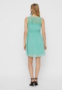 Vero Moda - VMVANESSA SHORT DRESS - Vapaa-ajan mekko - turquoise - 2