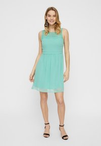 Vero Moda - VMVANESSA SHORT DRESS - Vapaa-ajan mekko - turquoise - 1