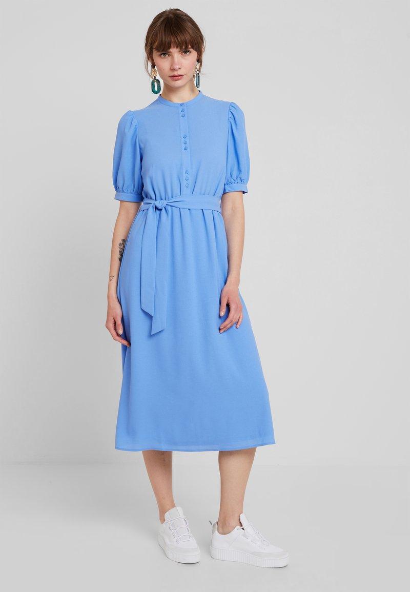 Vero Moda - VMHANNA  CALF DRESS - Skjortekjole - granada sky
