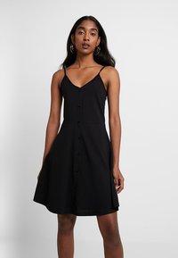 Vero Moda - VMADRIANNE SINGLET - Robe d'été - black - 0