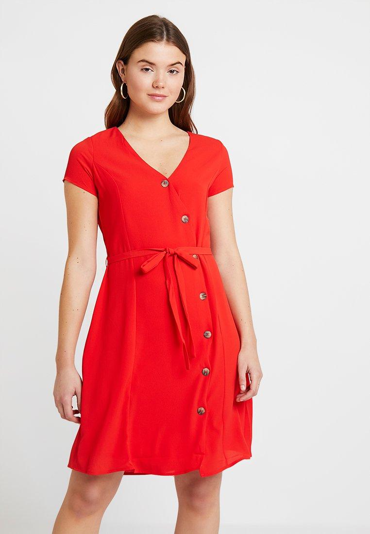 Vero Moda - VMANNIKA - Robe chemise - fiery red