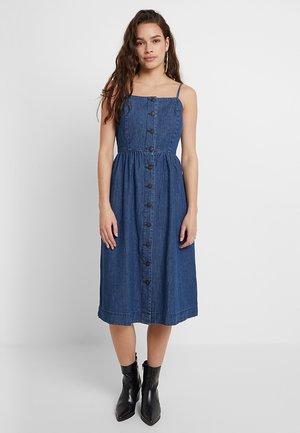 VMFLAVIA STRAP BUTTON MIDI DRESS - Maxi dress - medium blue denim