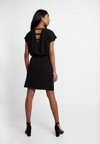 Vero Moda - VMSASHA BALI DRESS - Denní šaty - black - 3