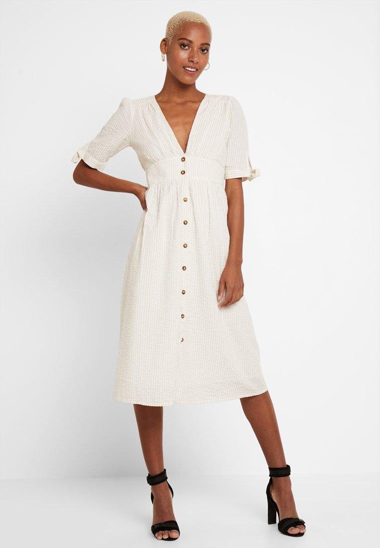 Vero Moda - VMMILA CALF DRESS - Košilové šaty - snow white/oatmeal