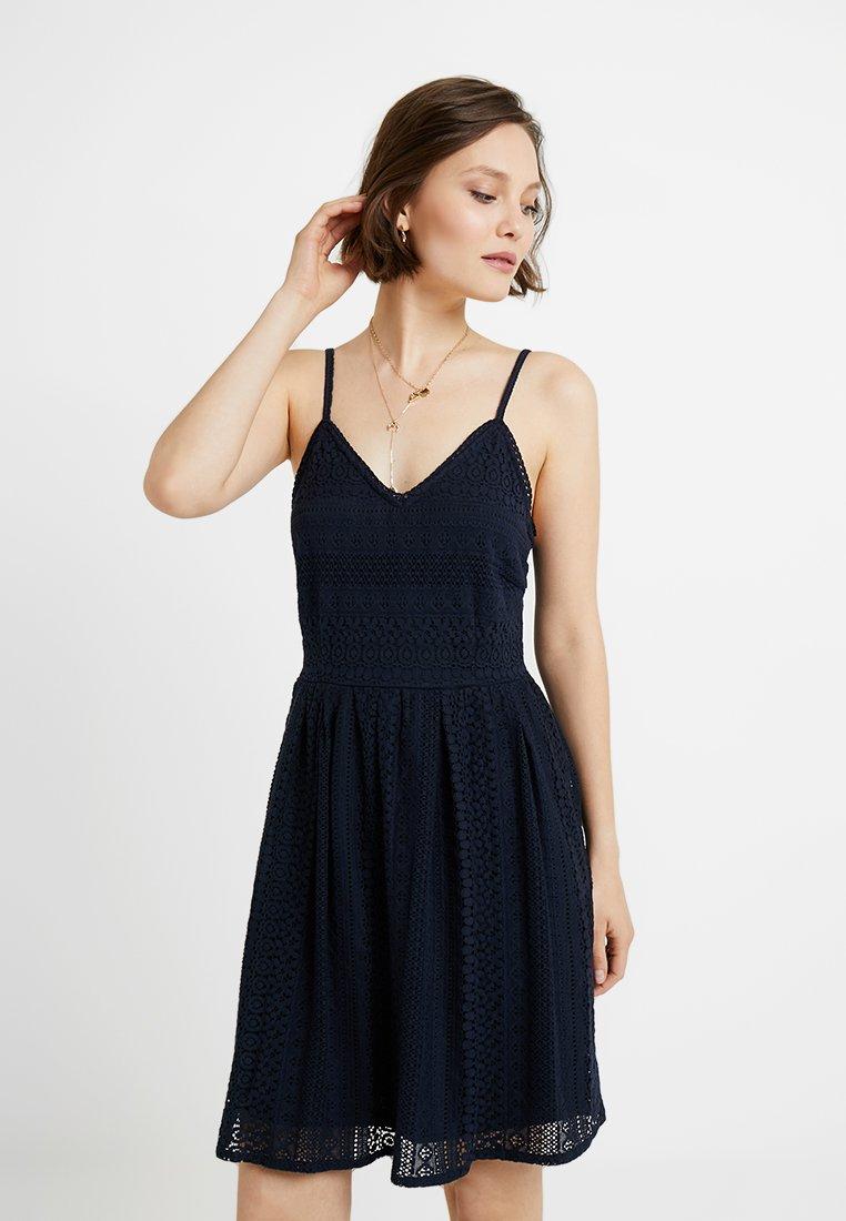 Vero Moda - VMHONEY PLEATED SINGLET DRESS - Freizeitkleid - navy blazer