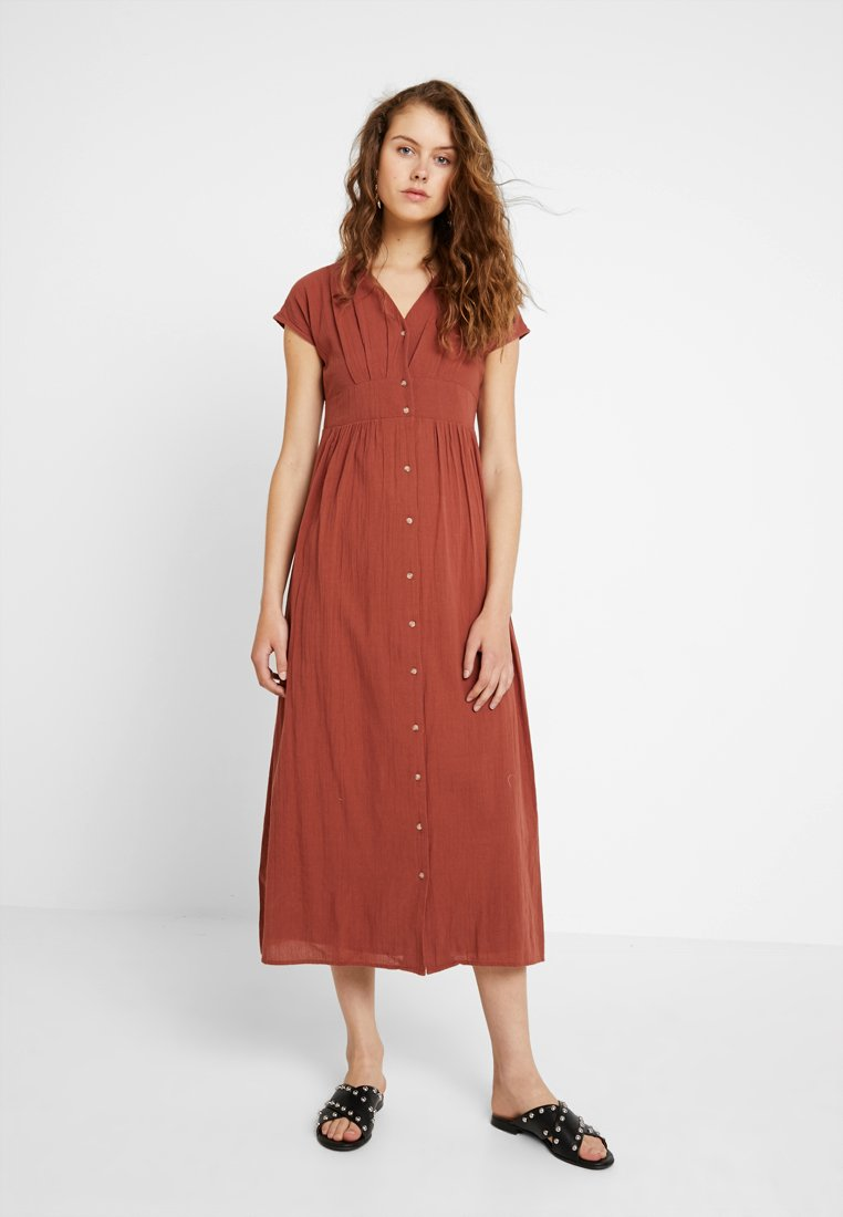 Vero Moda - VMSAMMI WIDE ANKLE BUTTON DRESS - Vestito lungo - mahogany