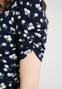 Vero Moda - VMANNA DRESS - Kotelomekko - navy blazer - 4