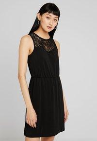 Vero Moda - VMMILLA SHORT DRESS - Sukienka z dżerseju - black - 0