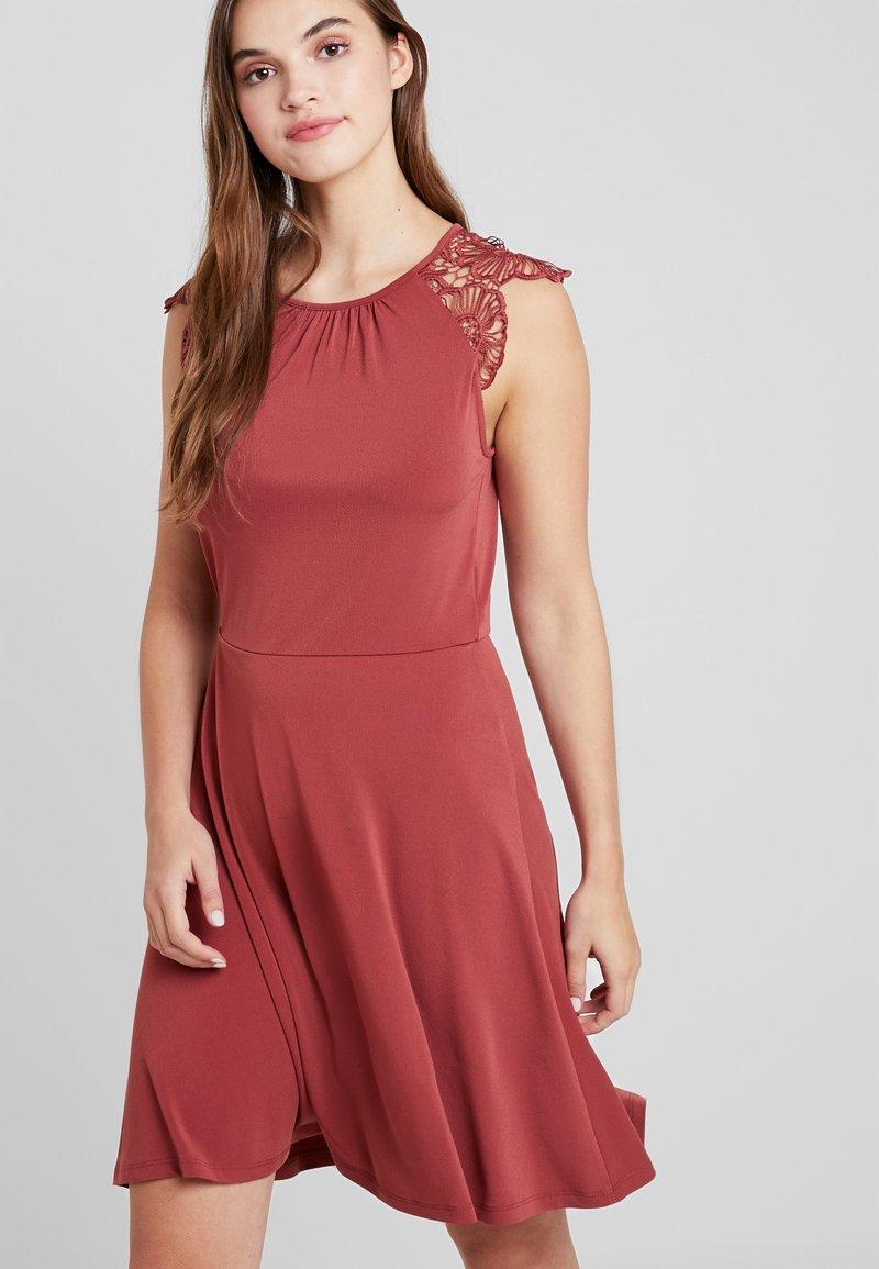 Vero Moda - VMDONIKA DRESS - Jerseykleid - cowhide