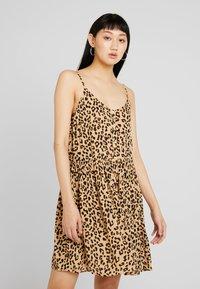 Vero Moda - VMLEA SHORT DRESS - Blousejurk - light brown - 0