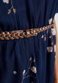 Vero Moda - VMCARINA BELT SHORT DRESS - Hverdagskjoler - black iris/gabby - 5