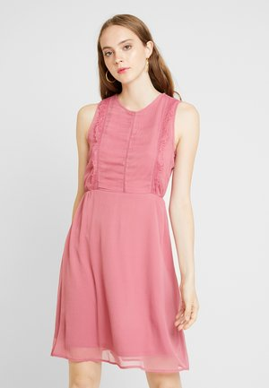 VMBIRGITTA DRESS - Denní šaty - rose wine