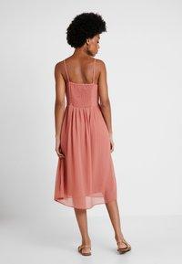 Vero Moda - VMMARLYN SINGLET DRESS - Koktejlové šaty/ šaty na párty - brick dust - 3
