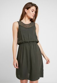Vero Moda - VMDEPO YOKE DRESS - Robe d'été - peat - 0