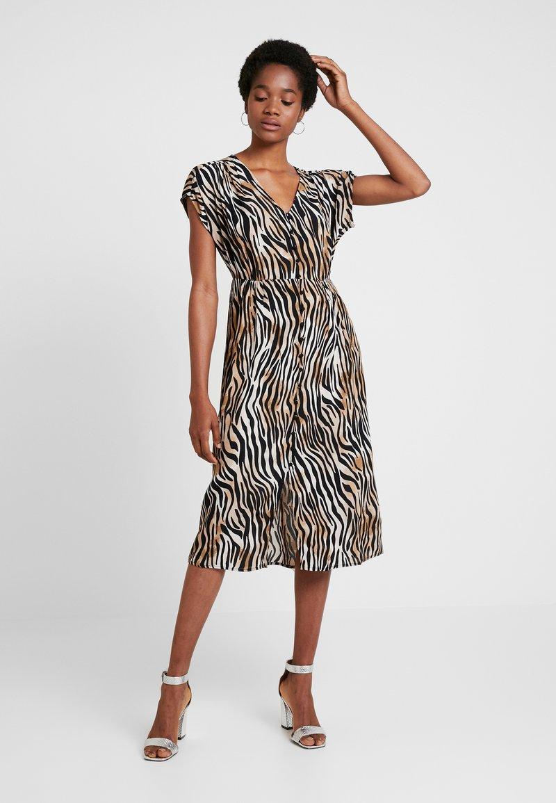 Vero Moda - VMSISSEL BUTTON CALF DRESS - Shirt dress - birch