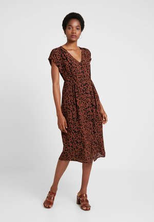 VMSISSEL BUTTON CALF DRESS - Skjortklänning - brown