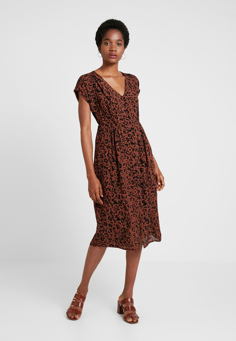 Vero Moda - VMSISSEL BUTTON CALF DRESS - Blousejurk - brown