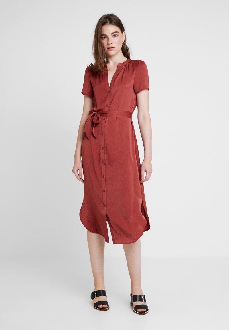 Vero Moda - VMALBA BELT DRESS - Vestido camisero - cowhide