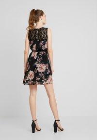 Vero Moda - VMSUNILLA SHORT DRESS - Kjole - black/sunilla - 2