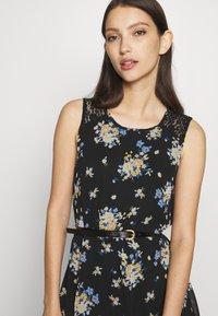 Vero Moda - VMSUNILLA SHORT DRESS - Vestido informal - black - 4